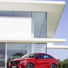 Mercedes-Benz GLE 450 AMG front quarter-2