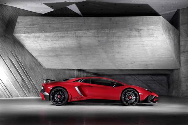 Lamborghini Aventador LP750-4 Superveloce side