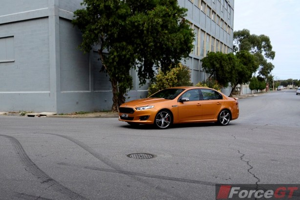 2015 Ford Falcon XR8 front quarter-1