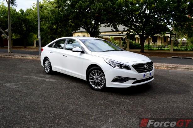 2015 Hyundai Sonata Elite front quarter