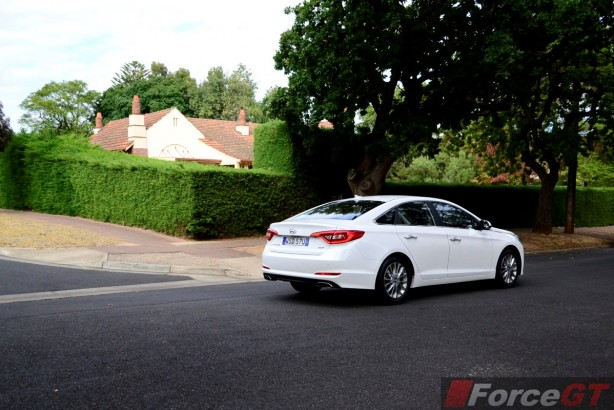 2015 Hyundai Sonata Elite rear quarter-1