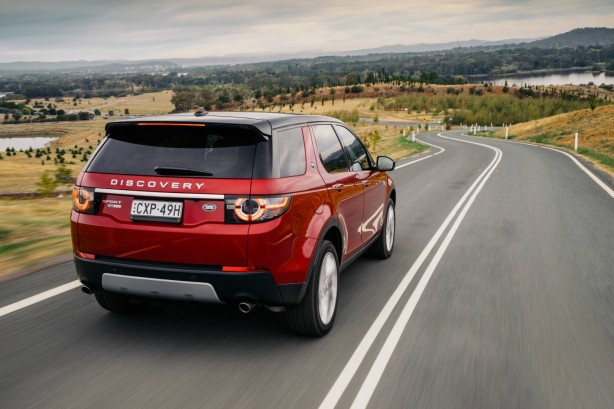 2015 Land Rover Discovery Sport HSE Luxury rear quarter