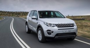 2015 Land Rover Discovery Sport SE front quarter