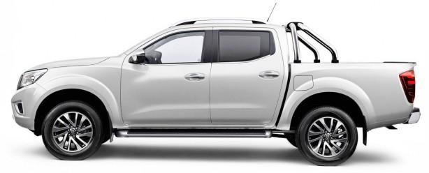 2015 Nissan Navara side