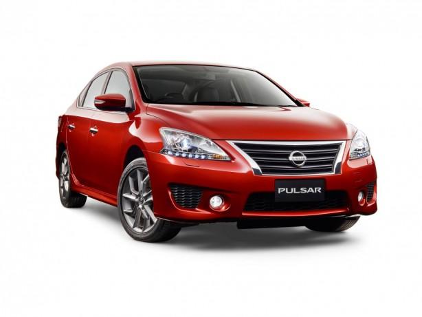 2015 Nissan Pulsar SSS sedan front quarter