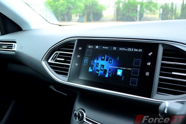 2015 Peugeot 308 Allure infotainment screen
