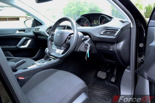 2015 Peugeot 308 Allure interior