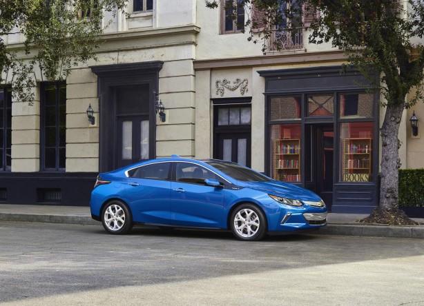 2016 Chevrolet Volt front quarter