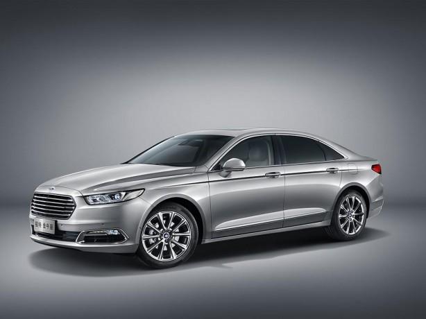 2016 Ford Taurus front quarter