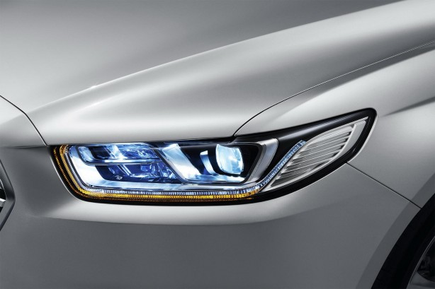 2016 Ford Taurus headlight