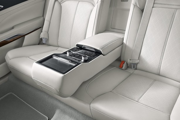 2016 Ford Taurus rear seats