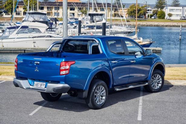 2016 Mitsubishi Triton Exceed rear quarter
