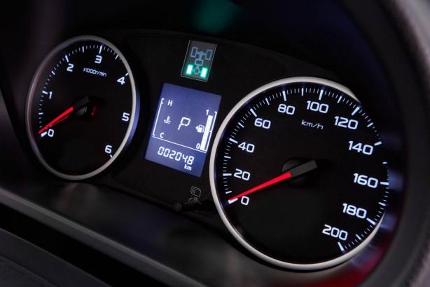 2016 Mitsubishi Triton instrument
