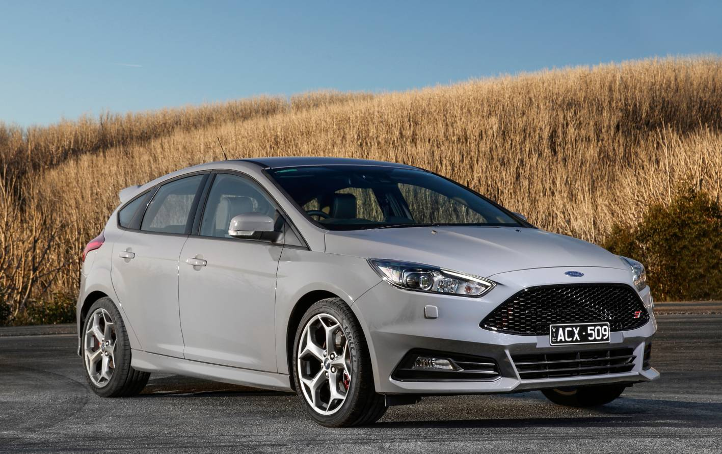 2015 ford focus st detailed in fresh new photos. Black Bedroom Furniture Sets. Home Design Ideas