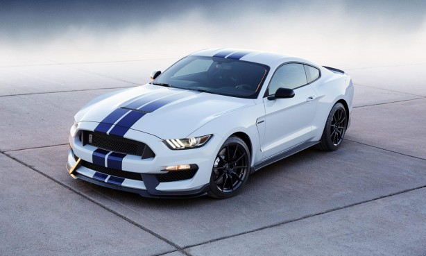Ford Mustang Shelby GT350 front quarter