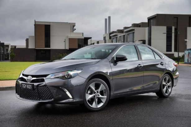 2015 Toyota Atara SL with optional 18-inch alloys front quarter