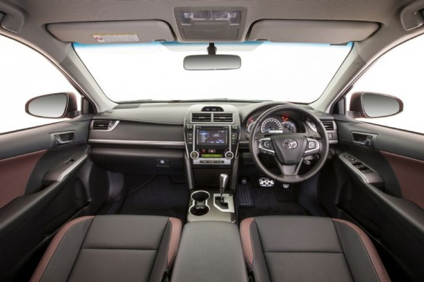 2015 Toyota Camry Atara interior