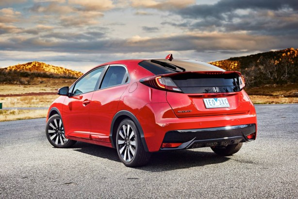 2015-honda-civic-hatch-rear-quarter