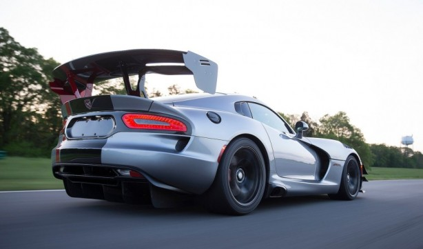 2016 Dodge Viper ACR rear quarter