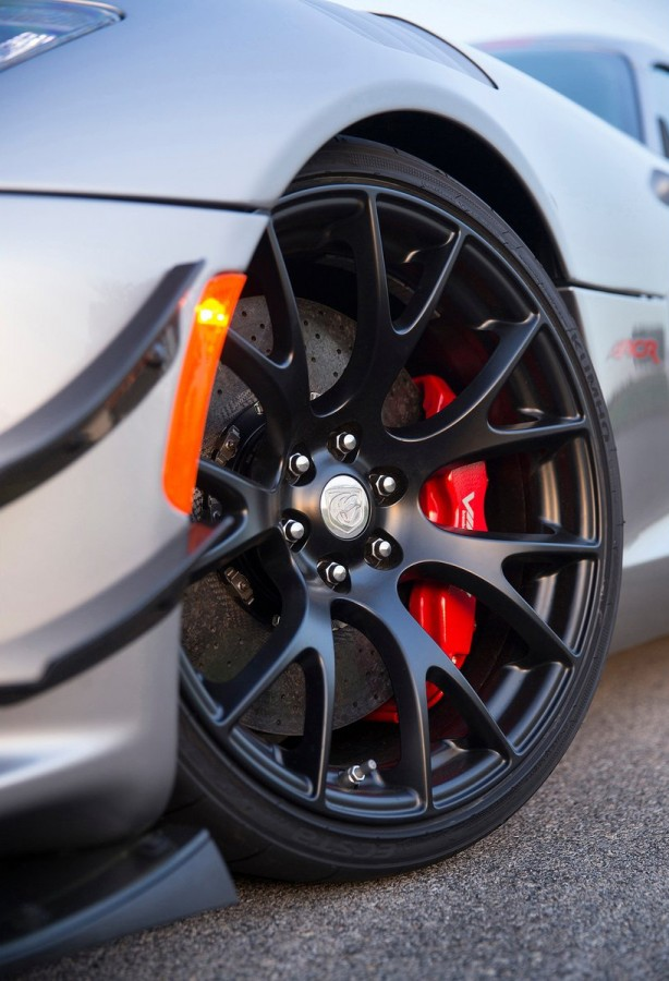 2016 Dodge Viper ACR wheel-1