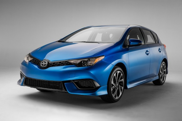 2016-toyota-corolla-hatch-facelift-front-quarter