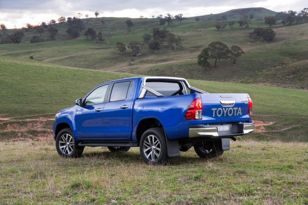 2016-toyota-hilux-rear-quarter