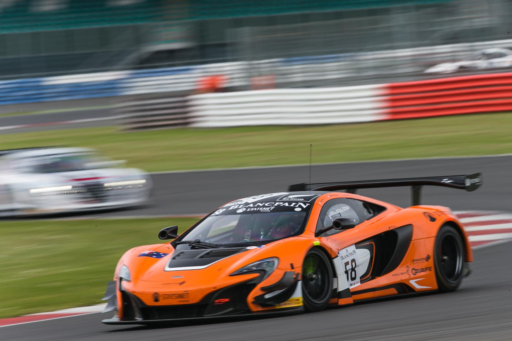 mclaren 650s gt3 claims victory at silverstone. Black Bedroom Furniture Sets. Home Design Ideas