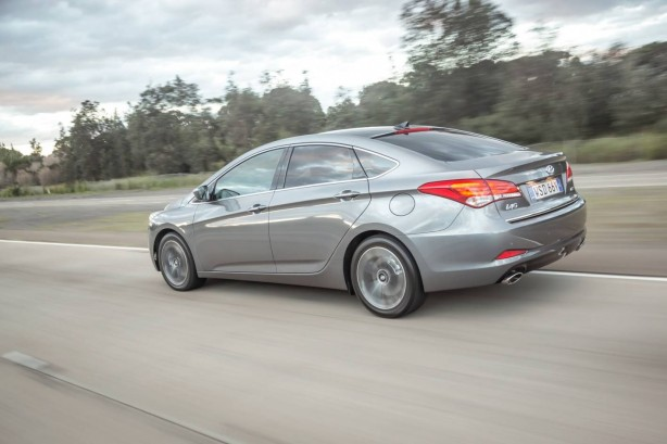 2015-hyundai-i40-sedan-facelift-rear-quarter