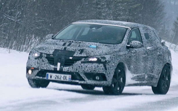 2016 Renault Megane spy photo front