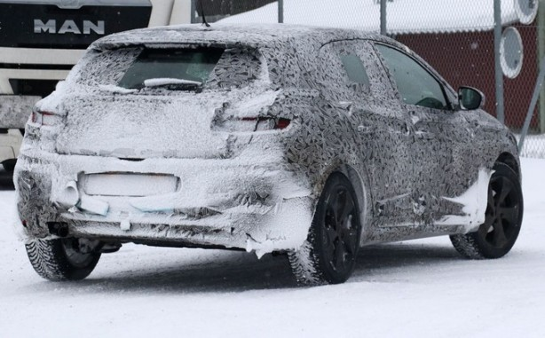 2016 Renault Megane spy photo rear
