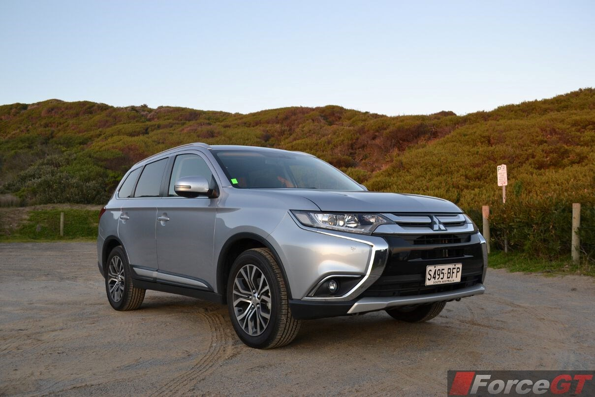 mitsubishi outlander review 2015 outlander. Black Bedroom Furniture Sets. Home Design Ideas