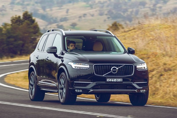 2015 Volvo XC90 front quarter