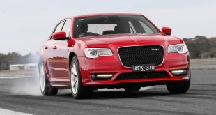 2015-chrysler-300-srt-facelift-front-quarter2