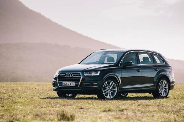 2016 Audi Q7 front quarter