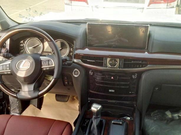 2016 Lexus LX 570 dashboard spy photo