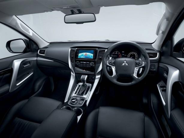 2016 Mitsubishi Challenger interior
