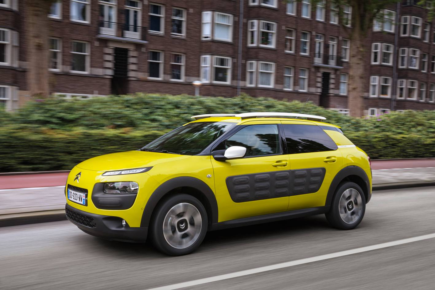 citroen to offer 23 194 combinations for c4 cactus pre orders. Black Bedroom Furniture Sets. Home Design Ideas