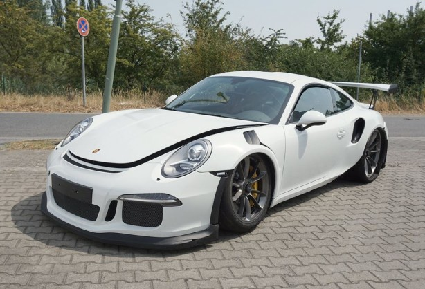 Porsche-991-GT3-RS-crash-02