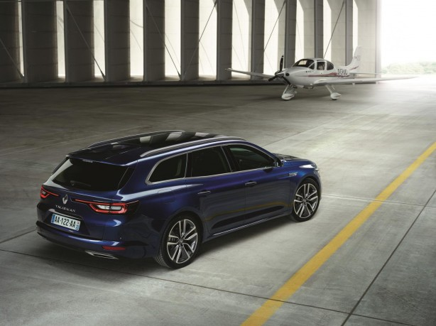 Renault Talisman Estate rear quarter-1