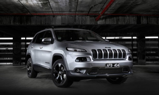 jeep-cherokee-blackhawk-edition-front-quarter