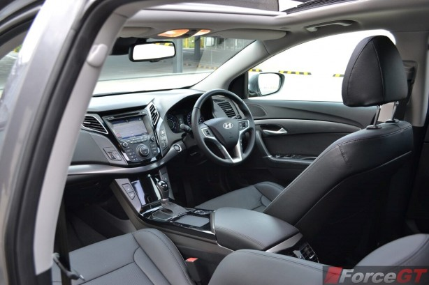 2015-hyundai-i40-sedan-interior2