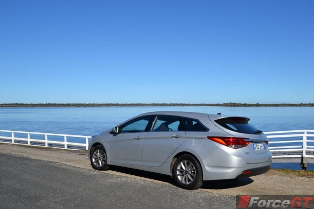 2015-hyundai-i40-tourer-rear-quarter