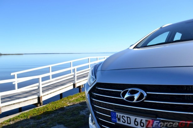 2015-hyundai-i40-tourer-revised-grille