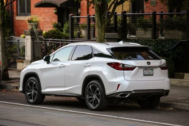 2016+Lexus+RX+200t+rear quarter