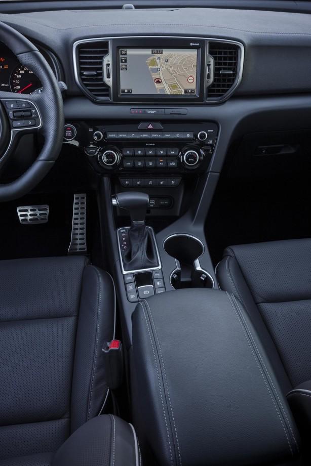 2016-kia-sportage-interior-centre-console