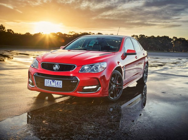 Holden VFII Commodore SSV front quarter-1