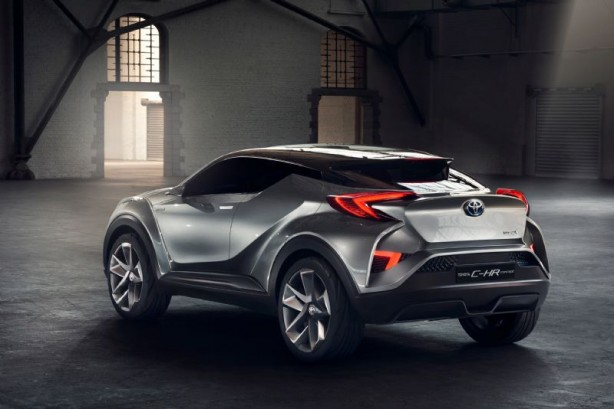 Toyota C-HR_Concept_07_Sept 2015 rear quarter