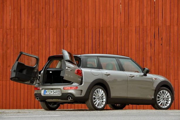 2015 MINI Cooper Clubman rear quarter