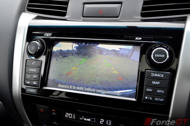 2015 Nissan NP300 Navara reverse camera