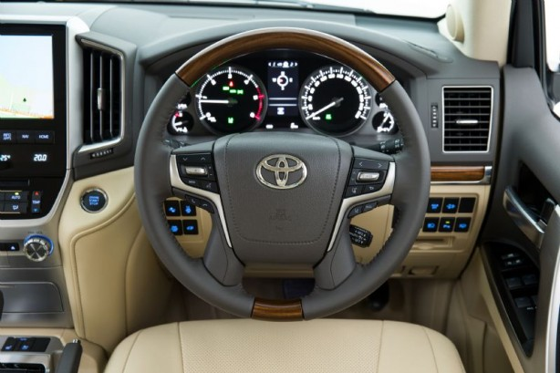 2015 Toyota Landcruiser 200 Series instruments